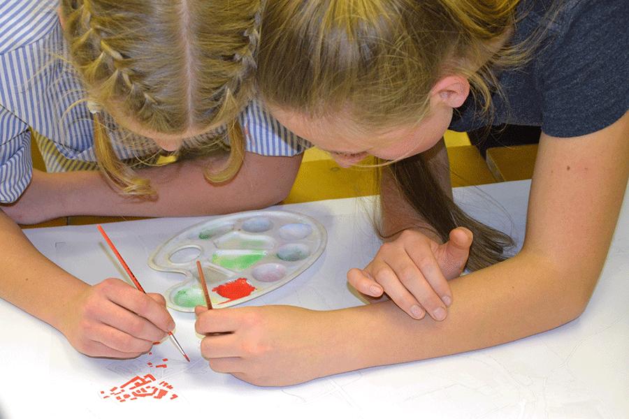 Děti malují obrázky k cyklomapě